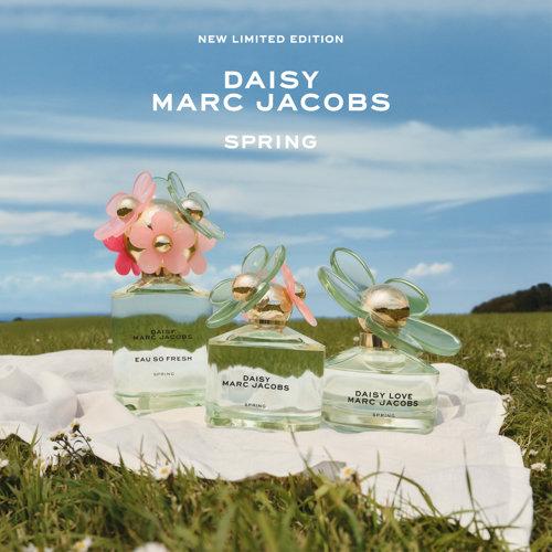 En blommig, sprudlande, ungdomlig doft. Perfekt inför våren och sommaren!
